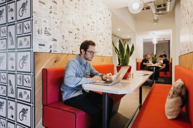 op deze plek komt flexibiliteit tot uiting door gemeenschappelijke werkruimtes